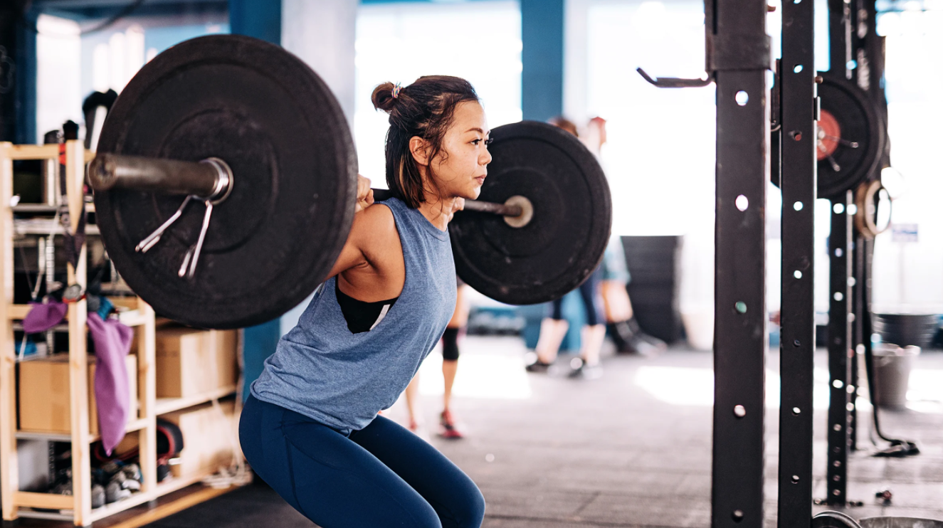 Lifting the hips first is another mistake people do when doing squats